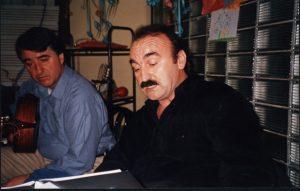 Μπάμπης Κουρκούδιαλος, Σπύρος Λαζαρίδης. Ωδείο Πρακτέον, Εύοσμος, Μάρτιος 2002. Πρώτη ανάγνωση του Δρόμου.